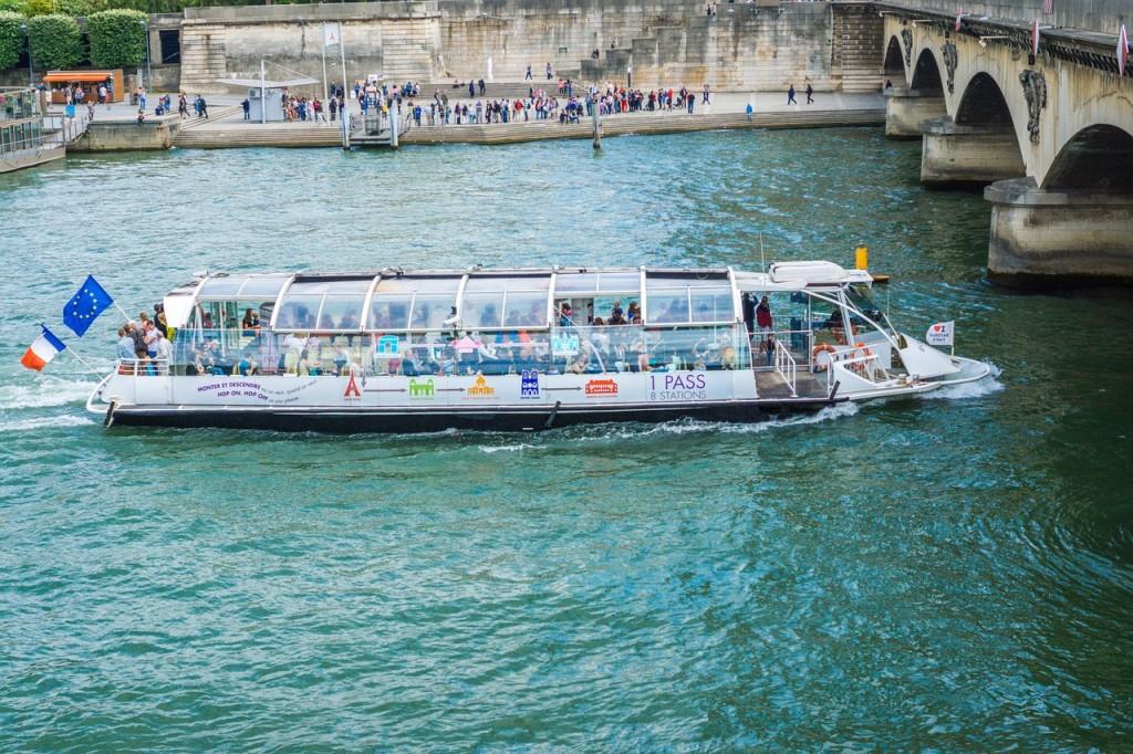 bateau-mouche-922585_1280